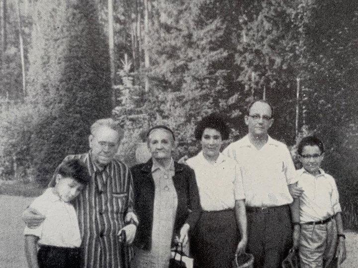 «Ефремова реально спасти»: внук Маршака рассказал об алкоголизме великих людей