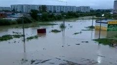 В Благовещенске после дождя утонули улицы и дворы: видео
