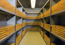 Инвесторы по всему миру бросились скупать золотые слитки и монеты: у некоторых дилеров в Европе объем продаж за последние месяцы вырос в десять раз