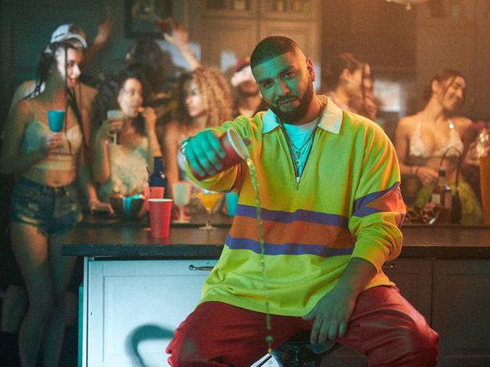 В клипе «Твой первый» показали любовь спришельцами
