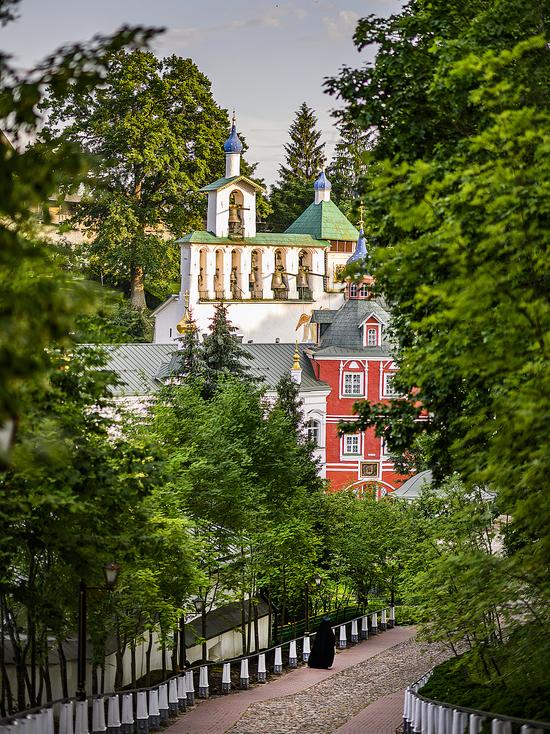 Крестный ход в Псково-Печерском монастыре отменили из-за коронавируса
