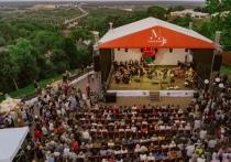 Не успели отгреметь первые фестивальные выходные в Суздале, где коллективы Центра классической музыки участвовали в VII Всероссийском фестивале духовной музыки и колокольных звонов «Лето Господне», как любители и исполнители классики готовятся к новому культурному событию