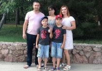 «Нам с сестрой в детстве покупали по горсточке конфет, потому что мы очень скромно жили, — вспоминает Татьяна Наумова