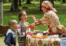Пушкин, Толстой, Блок и другие знаменитости, чьи летние «каникулы» порой проходили в Подмосковье, мало чем отличались от простых смертных в своей любви к летним дарам