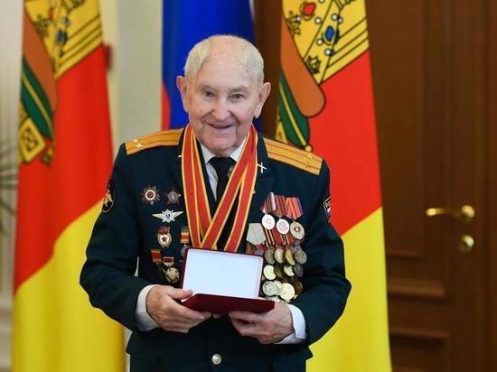 Участник Великой Отечественной войны Иван Евгеньевич Кладкевич отмечает День Рождения