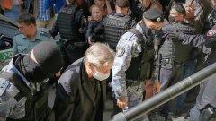"""Под крики """"Терпения и удачи"""" Ефремов прибыл в суд"""