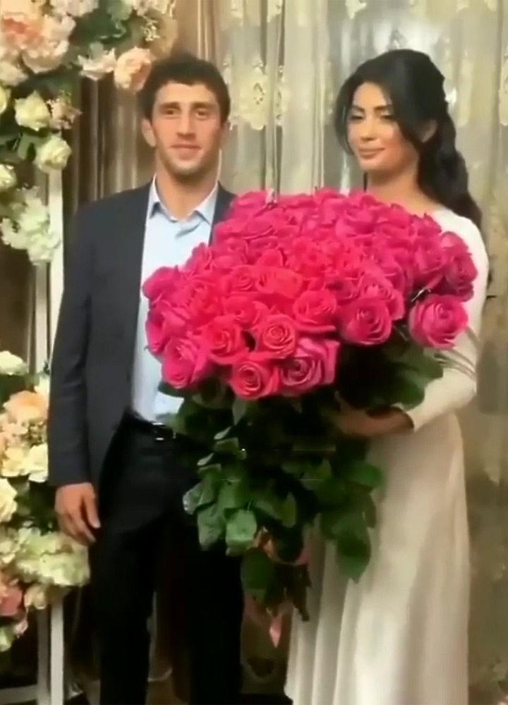 Борец Сидаков на свадьбе узнал в своей невесте эскортницу: фотоскандал