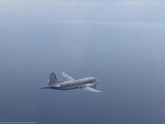 Русский  Су-27 перехватил самолёт-разведчик США над Балтийским морем