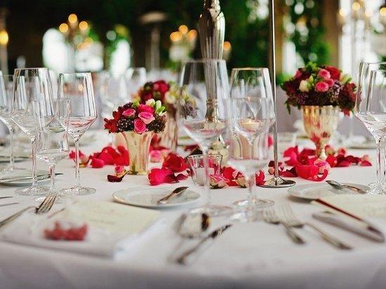 В обход правил: Празднование свадьбы в Германии разделили на два дня — 300 гостей на карантине