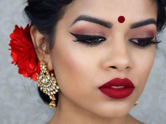 Красота по-индийски: Татарстанских девушек научат индийскому макияжу
