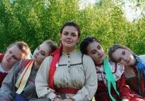 «Девушки поют»: как фольклорный ансамбль «Шкатулочка» сохраняет сибирские традиции