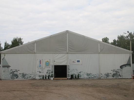 Новый торговый шатер вызвал ажиотаж у псковичей