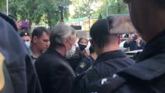 Михаил Ефремов отказался от своего адвоката и покинул здание суда