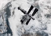 Служба внешней разведки Украины (СВР) опубликовала ролик, в которым было продемонстрировано, как украинский шпион «передает секретные данные» через спутник, похожий на затопленную 20 лет назад российскую орбитальную станцию «Мир»