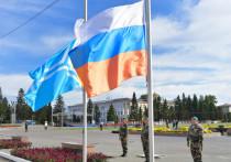 В столице Тувы торжественно отметили День флага Российской Федерации