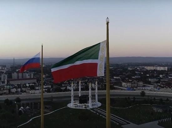 Рамзан Кадыров похвастался самым большим флагштоком и флагом