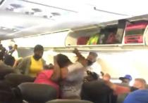 Пассажирки самолета американской авиакомпании произошла драка из-за ношения маски