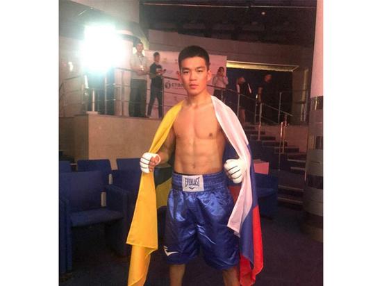 Калмыцкий боксер одержал уверенную победу в профессиональном бою