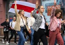 Прибыв в Гродно на митинг своих сторонников, Александр Лукашенко заявил, что в Белоруссии раскручивают  сценарий «цветных революций»