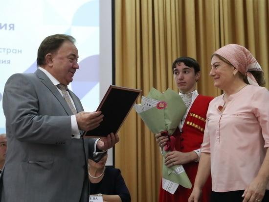 Глава Ингушетии призвал поддержать проваливших ЕГЭ выпускников