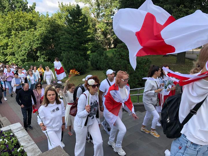Белоруссия осталась без цветной революции: протест некому возглавить