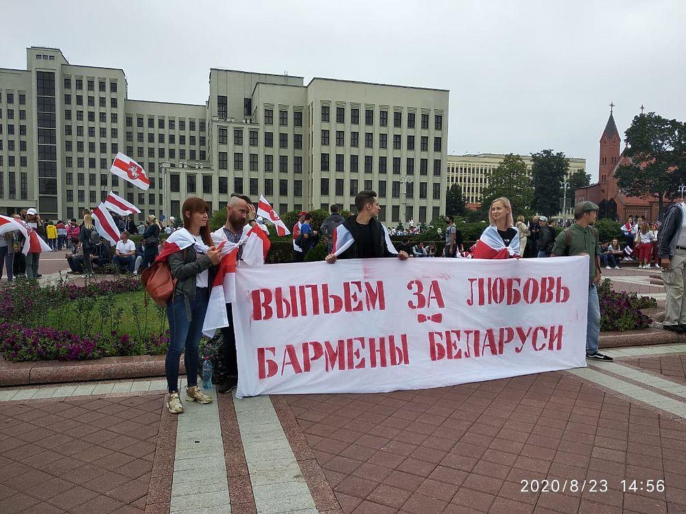 Кадры протеста в Минске: вышла сотня тысяч человек