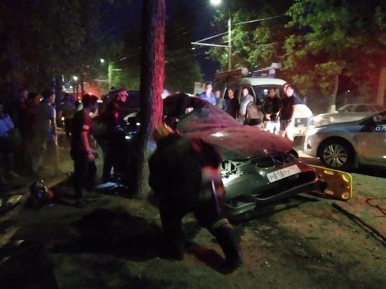 В Коврове автомобиль столкнулся с деревом, потребовалась деблокировка