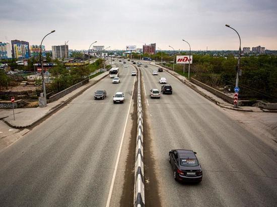 «Сюрпризище»: чертовы ямы на мосту дырявят шины новосибирцам