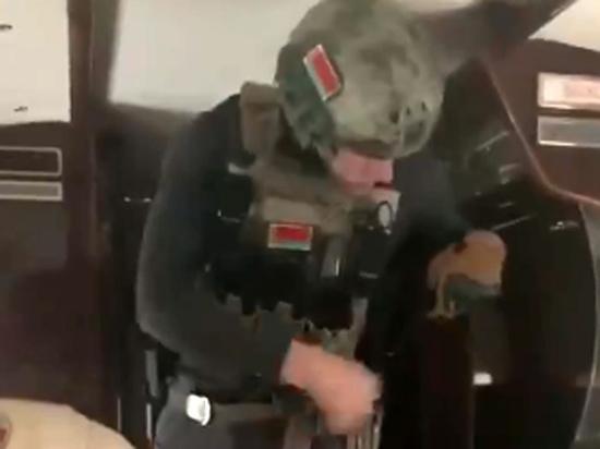 Эксперт оценил выход белорусского президента с автоматом
