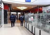 Более четырехсот предпринимателей – владельцев торговых точек на фудкортах в торговых центрах, «островков» и «корнеров», а также кинотеатров в тех же ТЦ – написали письмо губернатору Беглову