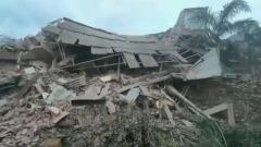 На западе Индии рухнул жилой дом: кадры с места