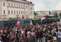 Днем во вторник в центре Минска началась акция протеста учителей, выступающих против президента Белоруссии Александра Лукашенко