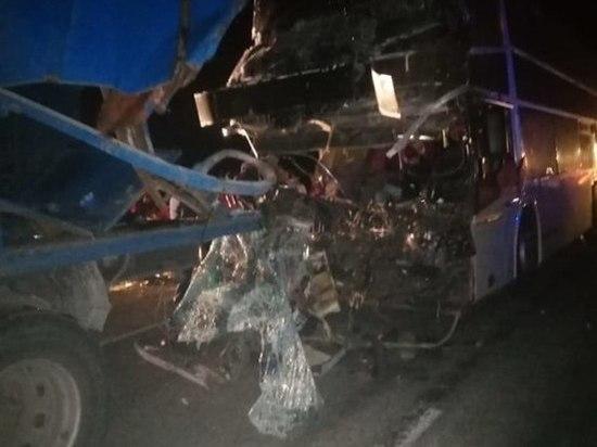 Автобус с пассажирами из Дагестана столкнулся с грузовиком