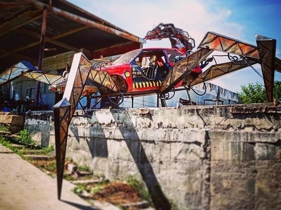 Волгоградский скульптор создал автомобиль на паучьих лапах