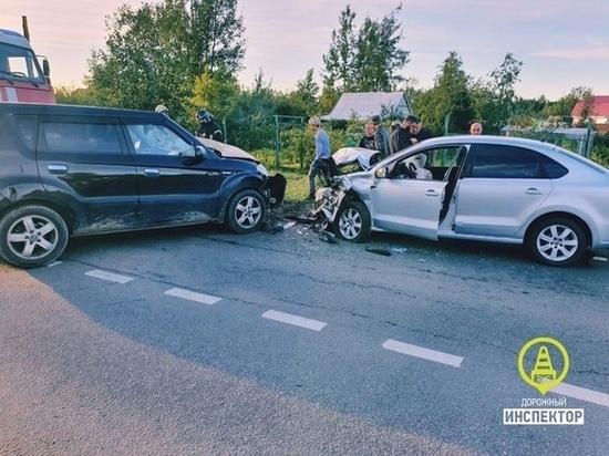 Три человека пострадали в ДТП с Kia под Колпино
