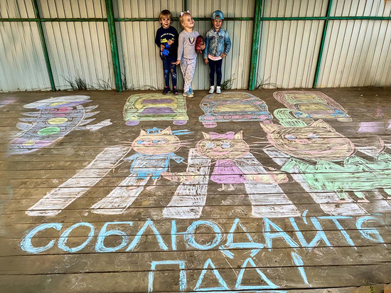 Детские рисунки на асфальте призывают липчан соблюдать Правила дорожного движения