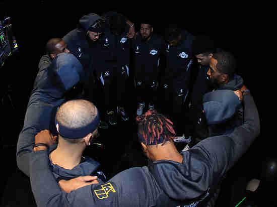 Игроки НБА бойкотируют матчи: в США снова стреляли в чернокожего