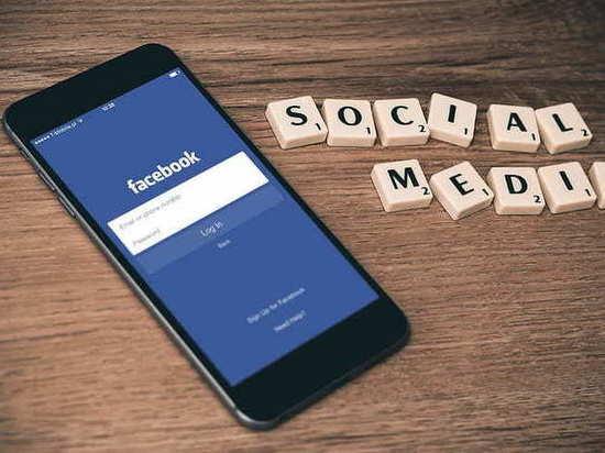 Facebook судят за цензуру