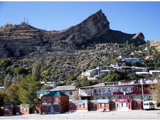 На дагестанское село Гуниб может обрушиться скала