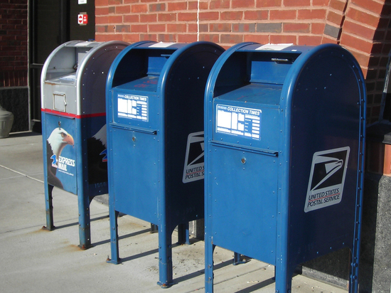 Демократы обвиняют начальника Почтовой службы в попытке «саботировать» предстоящие выборы