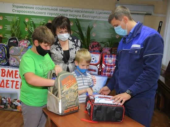 Металлурги ОЭМК накануне Дня Знаний дарят школьникам рюкзаки