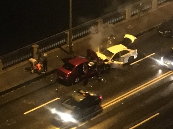 В аварии на Октябрьской набережной пострадали пять человек
