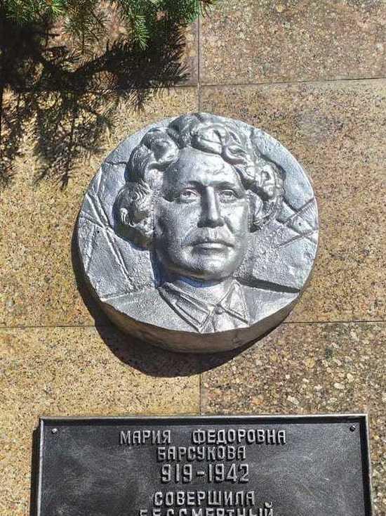 В Железноводске отреставрировали памятник Марии Барсуковой