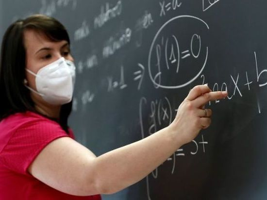 Ассоциация педиатров Германии: Учителя должны носить маски и во время уроков