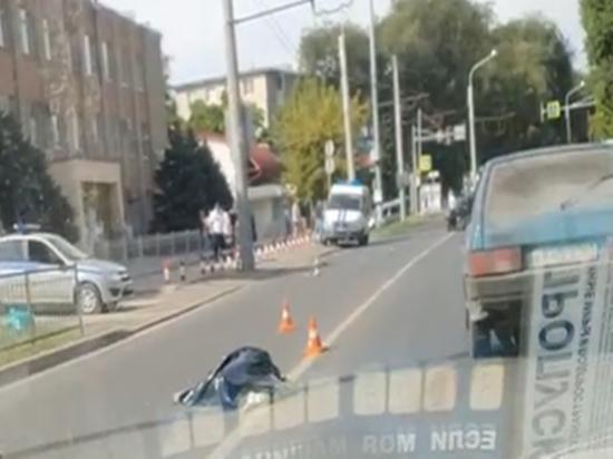 На Коммунистическом в Ростове водитель без правм насмерть сбил 63-летнюю горожанку