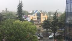 Симферополь при дефиците воды накрыло спасительным ливенем
