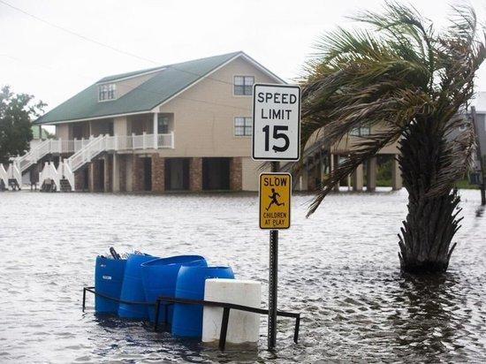В США число жертв урагана «Лаура» увеличилось до 14