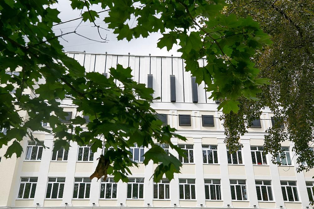Накануне учебного года московская школа превратилась в пианино