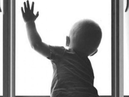 Маленькая девочка выпала из окна дачного дома под Всеволожском