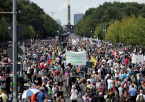 Волна протестных акций отрицателей COVID-19 прокатилась по европейским столицам